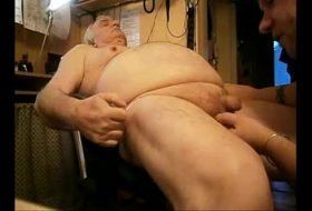Bear Daddy Passando língua no cuzinho