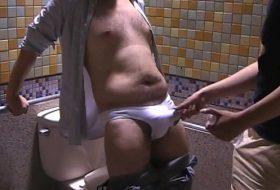 Brasileiro maduro de 55 anos fode gringo