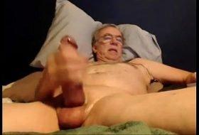 Coroa casado na webcam