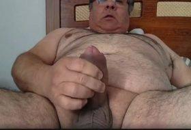 Daddy do picão de 53 anos gozando na punheta