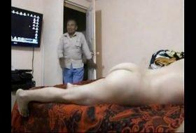 Maduro dotado enterrando pau no novinho