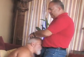 Levando rola gostoso do papai ativo