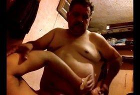 Policia maduro fode amigo na sua casa