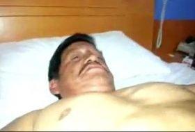 Maduro levando pica na bunda sem camisinha