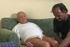 Coroa mamando velho roludo Dad sucking older 8 min