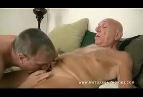 Filho safado meteu toda no pai idoso