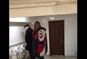 Pegação no banheiro na Russia
