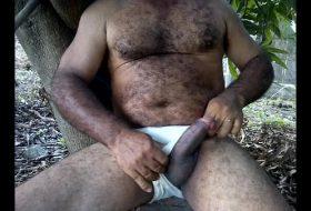 Moreno maduro gay dotado na punheta