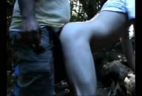 Bacanal na floresta com cinco homens e um novinho