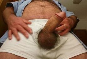 Dotado macho mostrando seu cacete