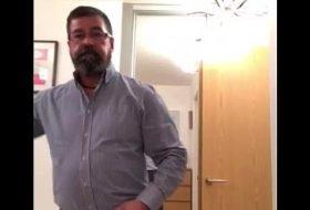 Casado de barba gay exibindo seu pau
