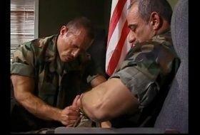 Vídeo gay de militar foda completa