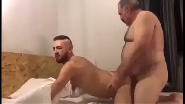 Gordinho ativo gostoso metendo no gay passivo