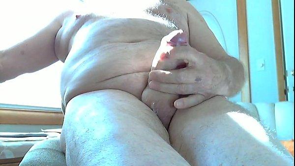 Vídeo gay com maduro batendo punheta