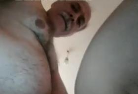 Sexo oral gay com maduro de bigode