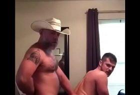 Video de sexo gay com Daddy ativo fodendo