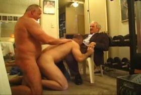Suruba de homens maduros gays