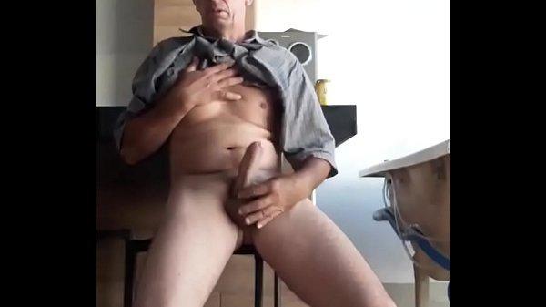 segurando a rola esperando boquete