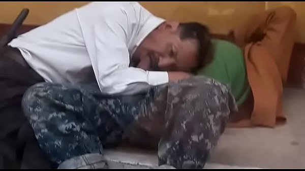 mendigo fazendo sexo oral em praça publica