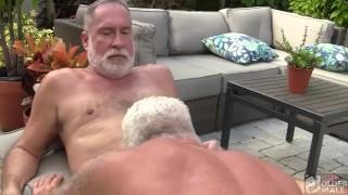 silver daddy dois maduros gays fazendo