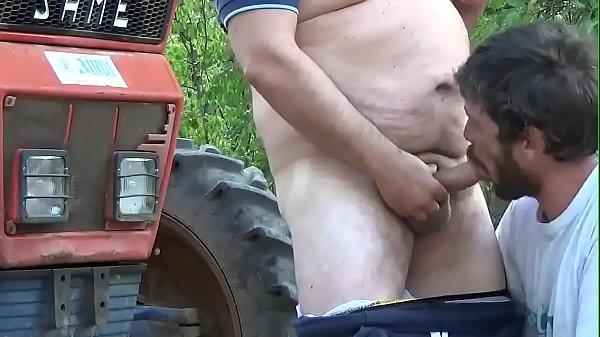 Gordo safado metendo na bundinha do veado